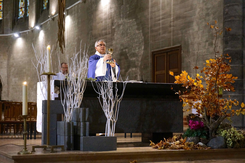 Le curé vit, annonce, célèbre : le Christ ressuscité !