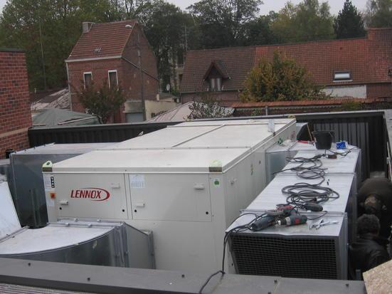 sur le toit de la grande salle chauffage, ventilat