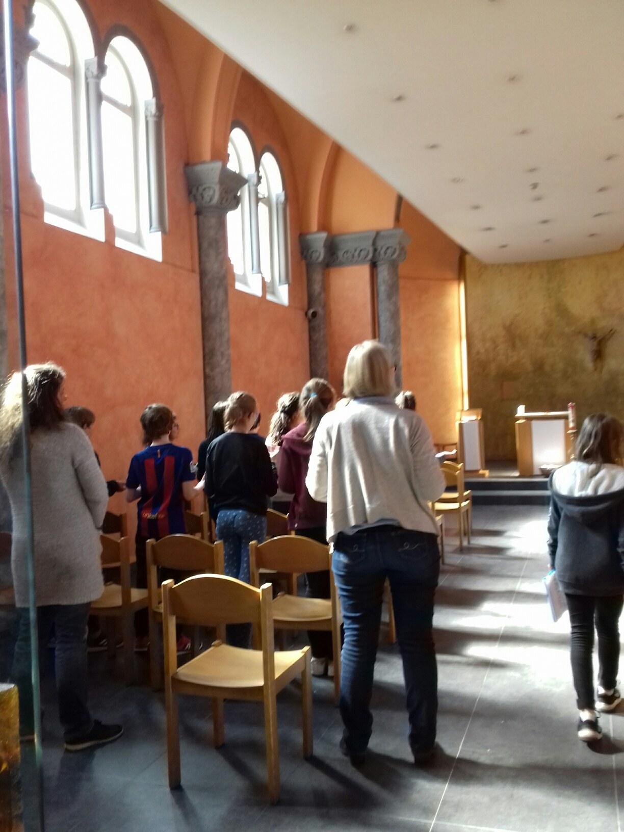 Temps de prière à la chapelle......