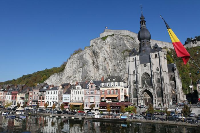 the-center-of-the-town-of-dinant-with-citadelle-an