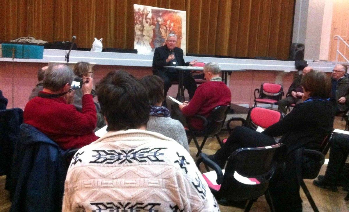 En réponse aux expressions des groupes, le Père GARNIER s'exprime.