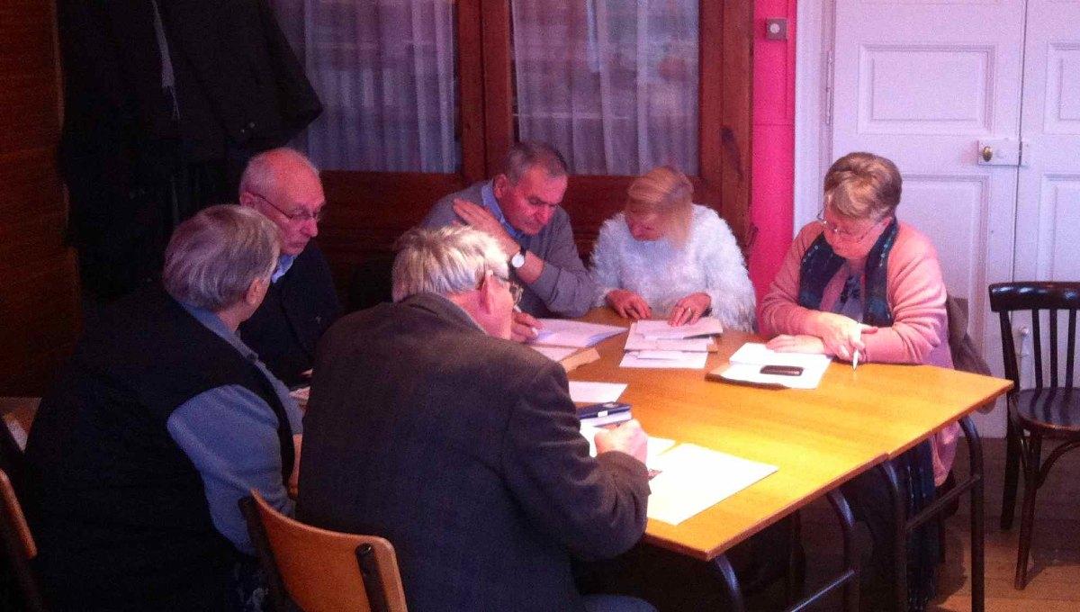 Rencontre avec les EAP. Ici l'Équipe d'Animation de la paroisse Ste Hiltrude (Solre le Château)