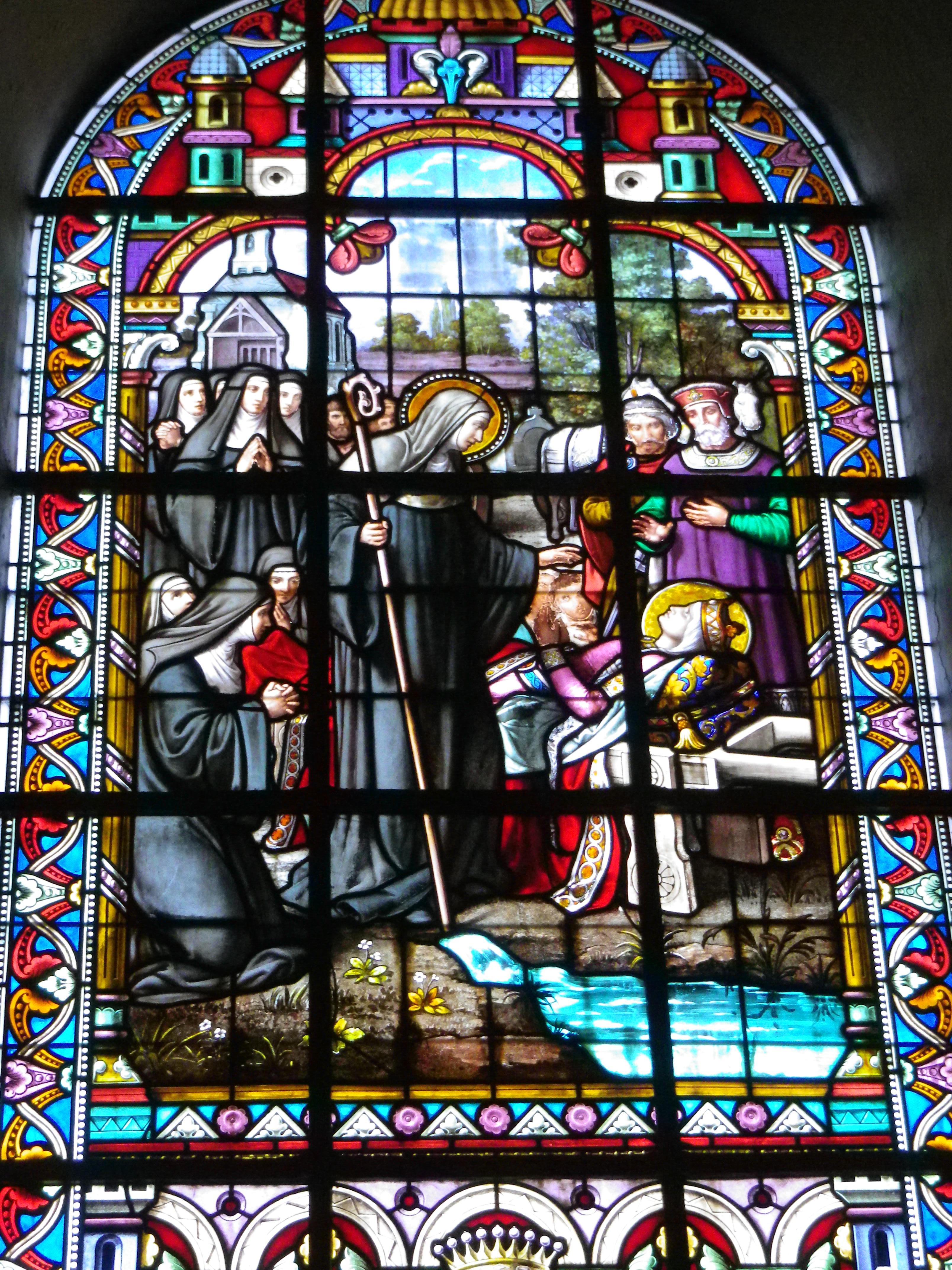 Retour du corps d'Emme à Blangy. Emme rouvrit les yeux une dernière fois pour contempler sa mère, avant de les refermer pour toujours. La source située derrière la chapelle Sainte-Emme (à la sortie de Blangy) est réputée guérir les maladies des yeux.