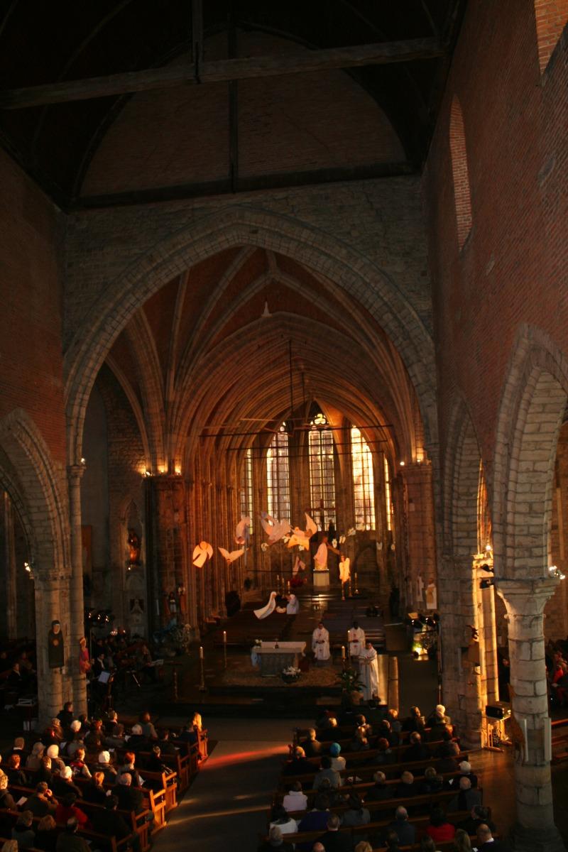 Vue générale sur la belle église Notre-Dame, penda